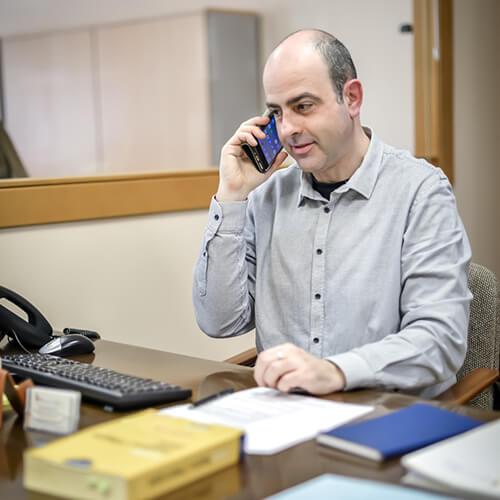 Pere trabajando en el área contable y fiscal